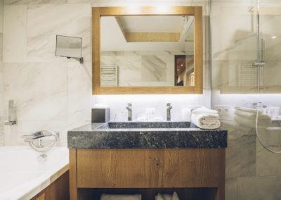 salle-de-bains-hotel-alparena-190202_019